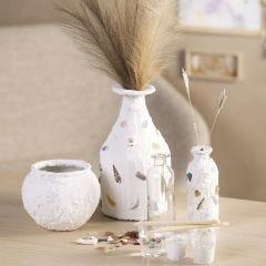 Vase med gipsoverflate og mosaikk