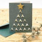 Kort med grafisk julemotiv skåret ut på forsiden