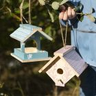 Hjemmelaget fuglehus malt med hobbymaling og dekorert med Plus Color tusj