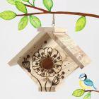 En fuglekasse dekorert med et pyrography verktøy