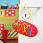 Hengende dørskilt laget av Fimo leire