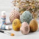 Beisede egg av tre dekorert med sviapparat