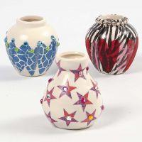 Vase av terrakotta pyntet med decoupage og rhinsten