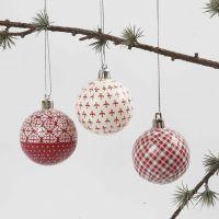 Julekule med decoupage i rødt og hvitt