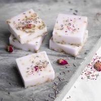 Hjemmelaget såpe av shea med lavendel