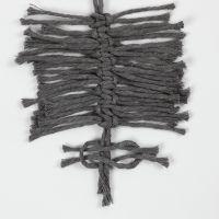 Slik knyter du fjær med flatknute (Feather Square Knot)