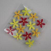 Glassfat med blomster