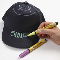 Caps dekorert med Neon stofftusj