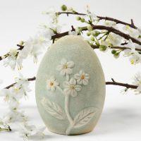 Egg av terrakotta med blomstermotiv