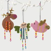 Julefigurer av mosgummi med perlebein