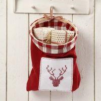 Pose av kjøkkenhåndklær med brodert motiv