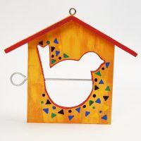 Fuglematehus dekorert med maling og mønster