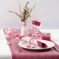 Borddekking i pink, rosa og hvit