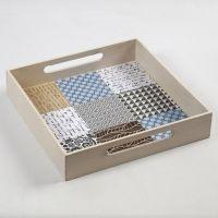 Brett med fliser av designpapir fra Vivi Gade