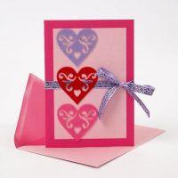 Kort med selvklebende hjerter av filt