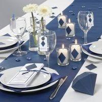 Borddekking i blått med pynt og menykort fra Happy Moments
