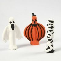 Figurer til Halloween, laget med Silk Clay rundt klesklyper