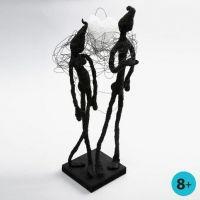 Skulptur av vindseltråd, maletape og Foam Clay