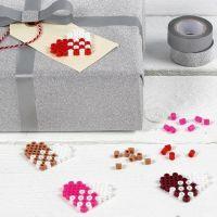 Manillamerke pyntet med et hjerte av rørperler