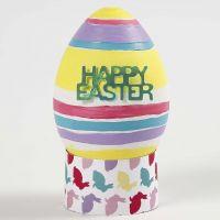 Naturtro egg av hvit plast, malt og dekorert