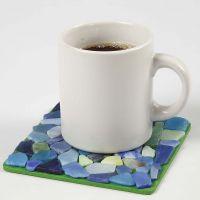 Malt varmebrikke med glassmosaikk