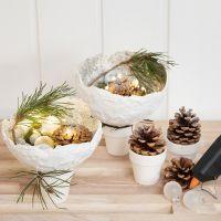 Skål av gipsgaze med glitter på potter