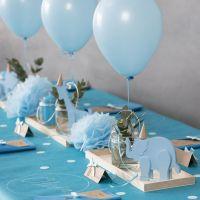 Barnedåpspynt med tredyr, serviettbretting, menykort, pomponer og helium ballonger