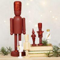 Nøtteknekker figurer av tre dekorert med glitter