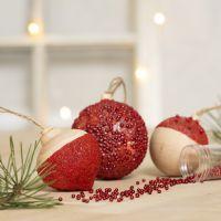 Julekuler pyntet med hobbymaling, sticky base og mini glasskuler