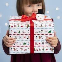 Julegaveinnpakning med polar motiver og pop-up snømann gavemerke