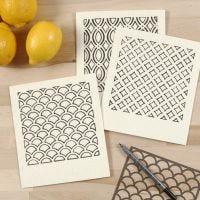 Miljøvennlig oppvaskklut dekorert med tekstiltusj mønstret etter stencil