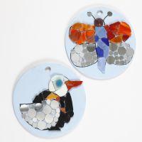 Mosaikk figurer på runde plater av terrakotta