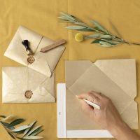 Hjemmelaget konvolutt lukket med lakk og segl