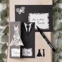 Invitasjon til bryllup pyntet med kjole og smoking