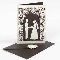 Invitasjon med utstanset bryllup motiv og blondekartong