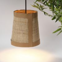 Lampeskjærm med lærpapir og stokk