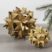 Stor flettet julestjerne av 24 stjernestrimler