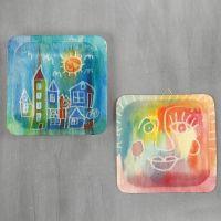 Bilde på tallerken av tre med akvarell og tegnegummi
