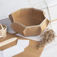 Kurv av lærpapir med heklet kant av raffia papirgarn