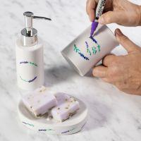 Såpeskål og såpedispenser dekorert med porselenstusj