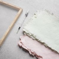 Sådan laver du håndlavet papir indfarvet med akvarelmaling