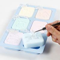 Slik lager man avtrykk av håndlaget såpe